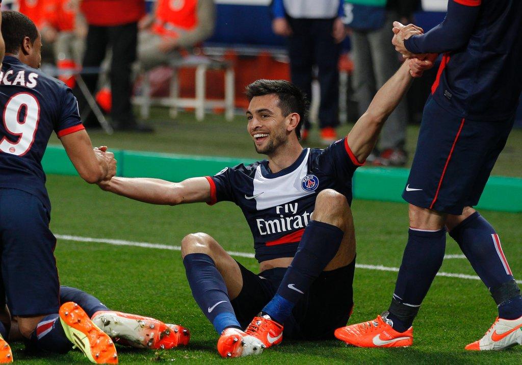 Drugim środowym ćwierćfinałem było spotkanie PSG z Chelsea. Paryżanie wygrali 3:1 a patrzenie na ich radość było czystą przyjemnością. Tak wygląda zespół. A tak - podnoszony z murawy strzelec ostatniego gola, Javier Pastore