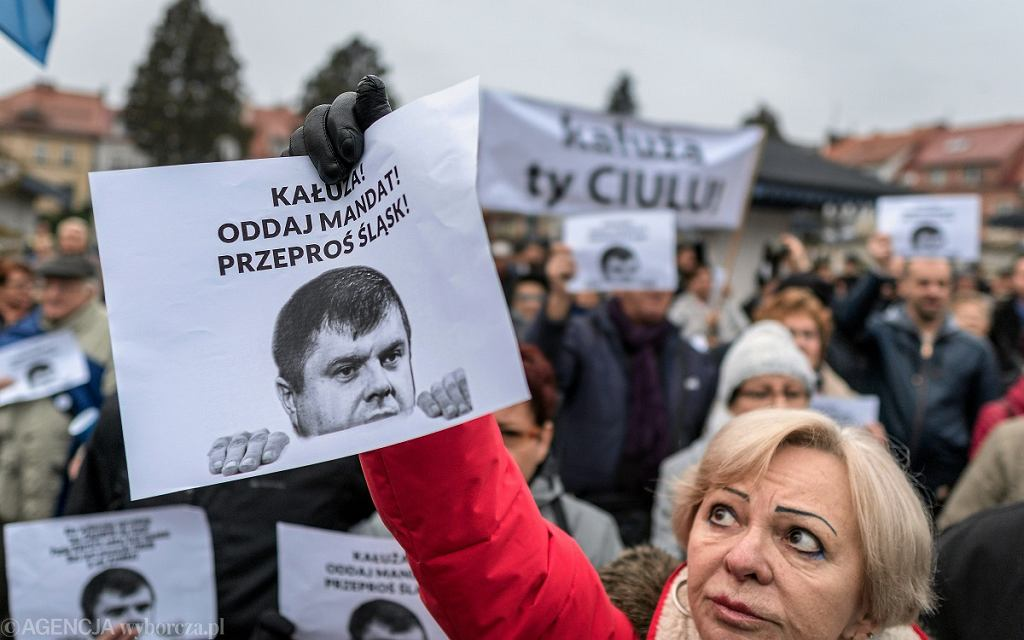 Protest w Żorach pod nazwą: 'Kałuża oddaj mandat, protest przeciw korupcji politycznej'