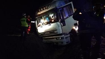 Podlaskie: Tragiczny wypadek na drodze krajowej nr 645. Nie żyje jedna osoba/ fot. OSP Nowogród