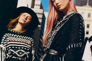 Z zimowych kurortów na wybiegi. Skandynawskie swetry nie wychodzą z mody