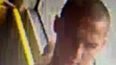 Poznań. Poszukiwany mężczyzna, który podróżował autobusem ubrany w górną część stroju kąpielowego
