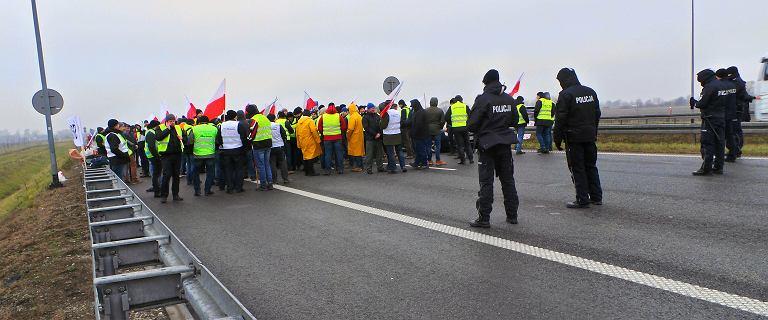 Czytelnicy krytykują protest rolników na A2. ''Pod Sejm, nie na drogę!''