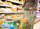 """Ile trzeba zapłacić za dobrą kolację wigilijną w Biedronce, a ile np. w Auchan? Na jakich produktach sklepy """"przycinają""""? [Badania]"""