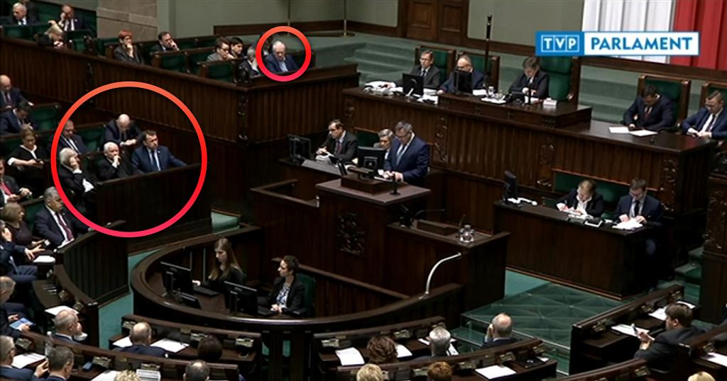 Jarosław Gowin zwyczajowo zajmuje miejsce w rządowym  tramwaju'