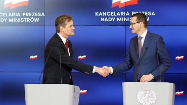 Markus Schaefer, członek zarządu Merceder Cars i premier Mateusz Morawiecki