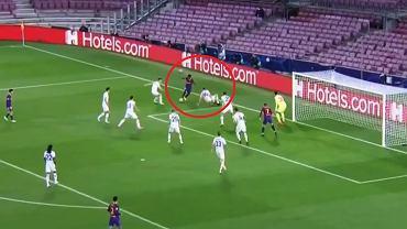 Tomasz Kędziora w meczu z Barceloną
