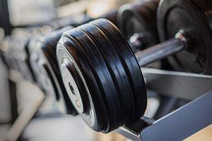 Hantle, kettlebell, sztangi - niezbędne sprzęty w twojej domowej siłowni