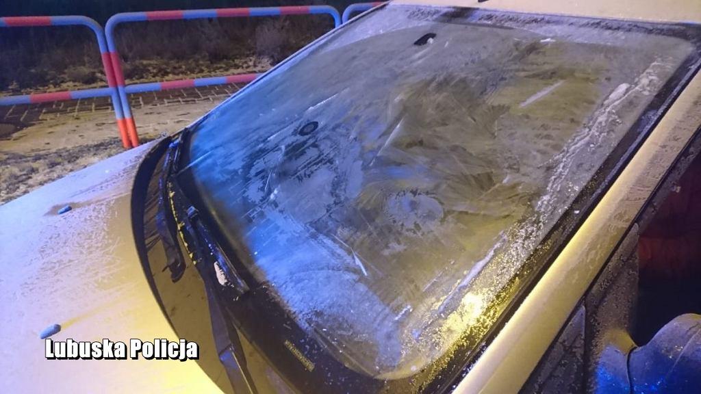 Kierowca z Nowej Soli nie odśnieżył szyby i jechał z głową wystawioną przez okno