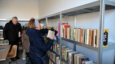 Ekoport przy ul. Taczaka w dniu otwarcia. Biblioteka 'niechcianych' książek