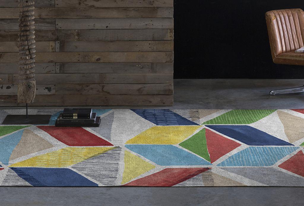 Nowoczesny dywan w geometryczne wzory.