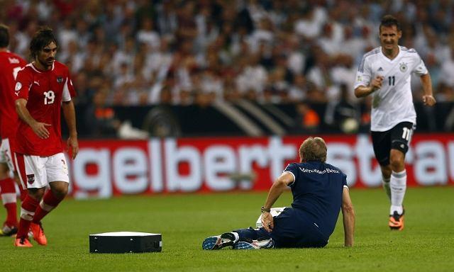 Klaus Eder, fizjoterapeuta niemieckiej reprezentacji doznał kontuzji podczas niesienia pomocy Marcelowi Schmelzerowi