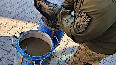 Opolskie. CBŚP zatrzymało dwie osoby podejrzane o produkcję amfetaminy w środku lasu