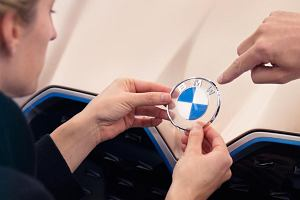 BMW zmieniło znaczek. Nowe logo jest bardzo minimalistyczne