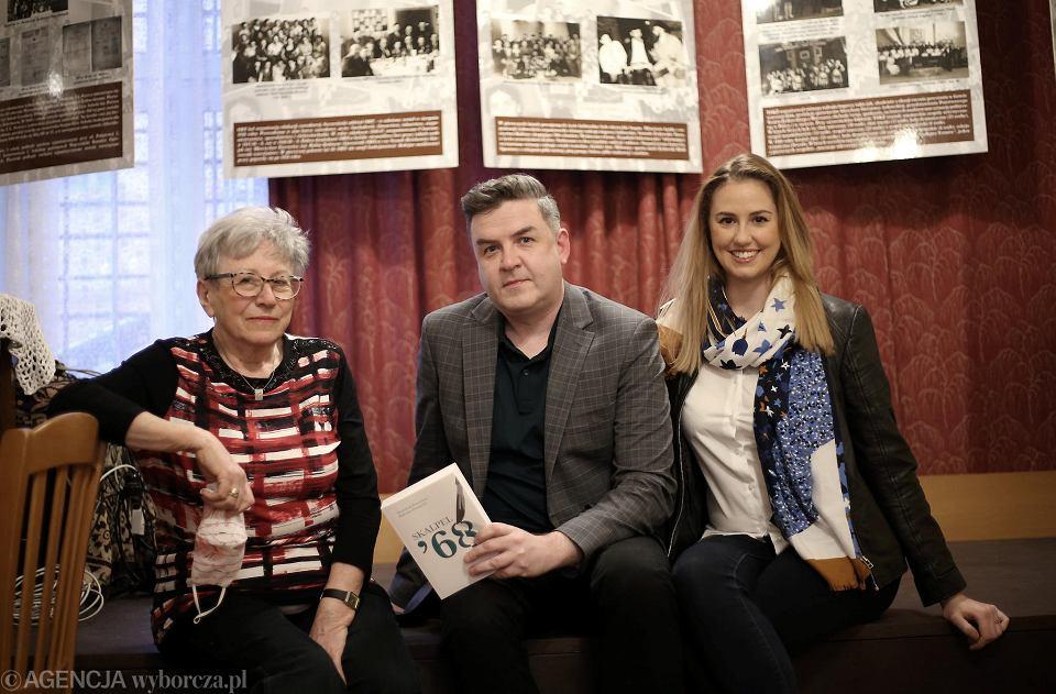 Autorzy książki Radosław Ptaszyński i Magdalena Ptaszyńska oraz Róża Król (z lewej)