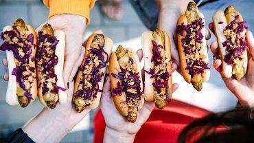 Wege hot dogi w Ikea sprzedawane są tylko w wersji z dodatkami