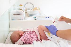 Procedury i badania po porodzie, jakim poddawany jest noworodek