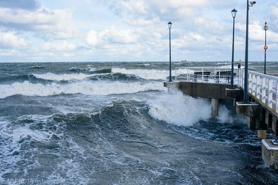 Gdańsk, Brzeźno. Na Bałtyku trwa sztorm wywołany przez orkan Grzegorz, 29.10.2017.