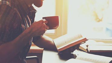 Poradnik może okazać się przydatny w wielu sytuacjach. Zdjęcie ilustracyjne, Ivan Kruk/shutterstock.com