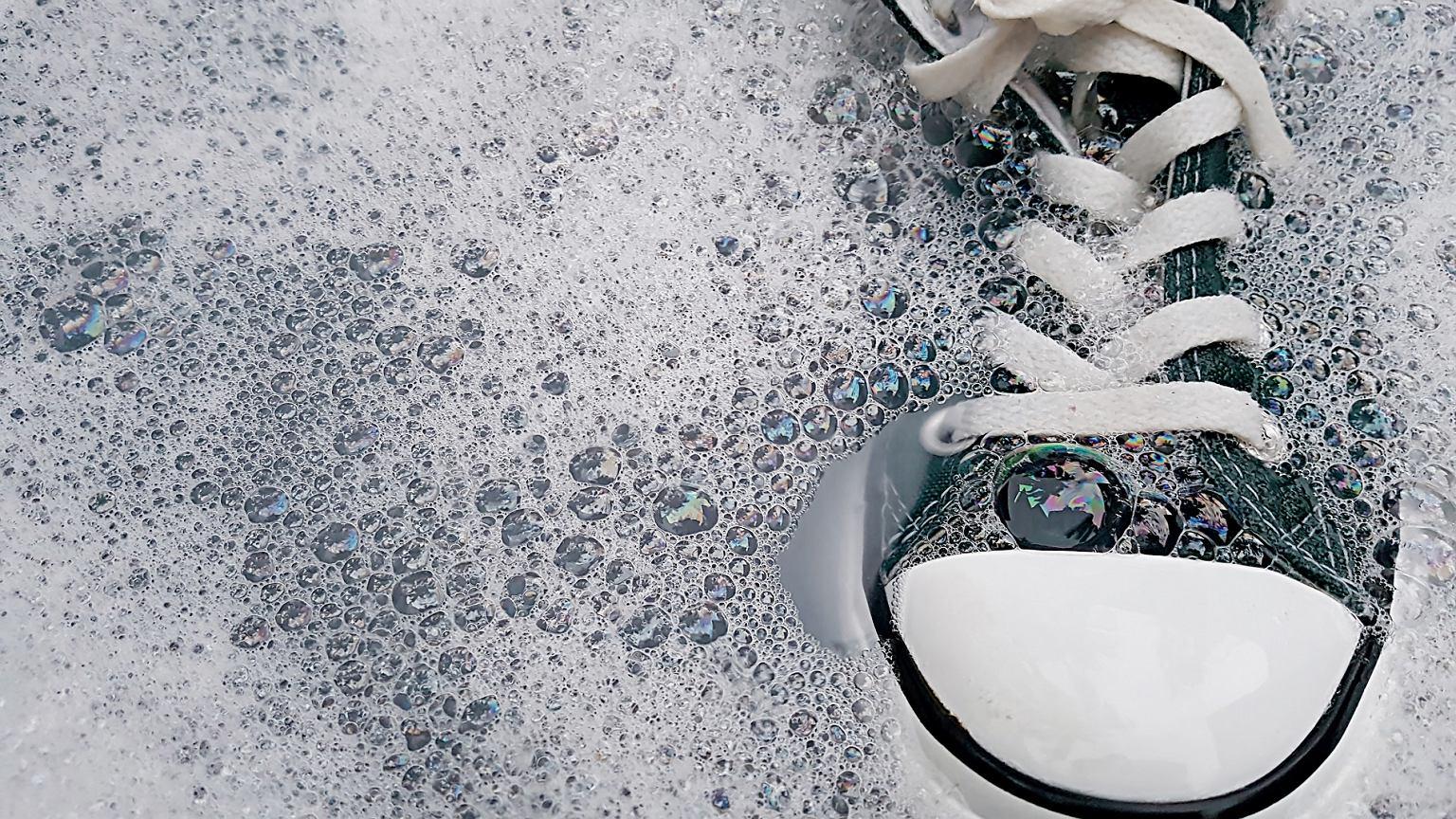 Jak Prac Buty Sprawdzone Sposoby Na Pranie Butow Sportowych Oraz Zamszowych Moda I Trendy