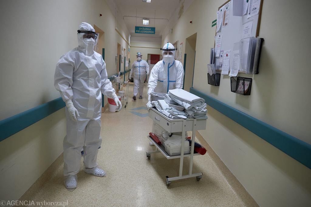 Szpital w Puszczykowie apeluje o pomoc. Brakuje wody, środków higienicznych i kosmetyków