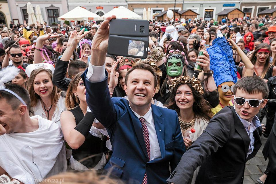 Prezydent Opola na Piastonaliach.  - Powiększenie Opola ma strategicznie podobną moc co powołanie Uniwersytetu i obrona granic województwa. A na końcu wygrywa i tak biblioteka - komentuje Arkadiusz Wiśniewski.