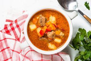 Zupa gulaszowa węgierska - przepis na smakowite danie obiadowe