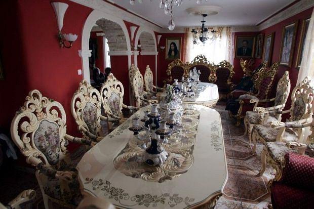 Don Wasyl, domy bogaczy