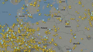 Samoloty nad Europą, screen z śledzącej loty w czasie rzeczywistym strony Flightradar24, ok. godz. 11:10 25 maja 2021 r.