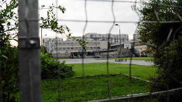 Zamknięte boisko szkolne