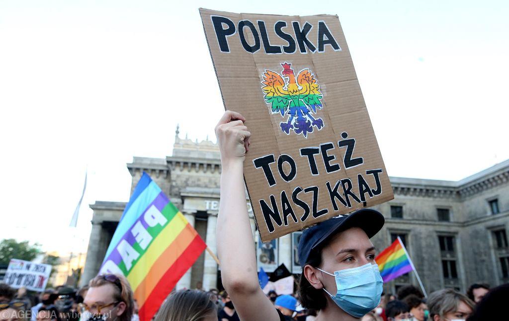 Osoby LGBT+ emigrują z Polski