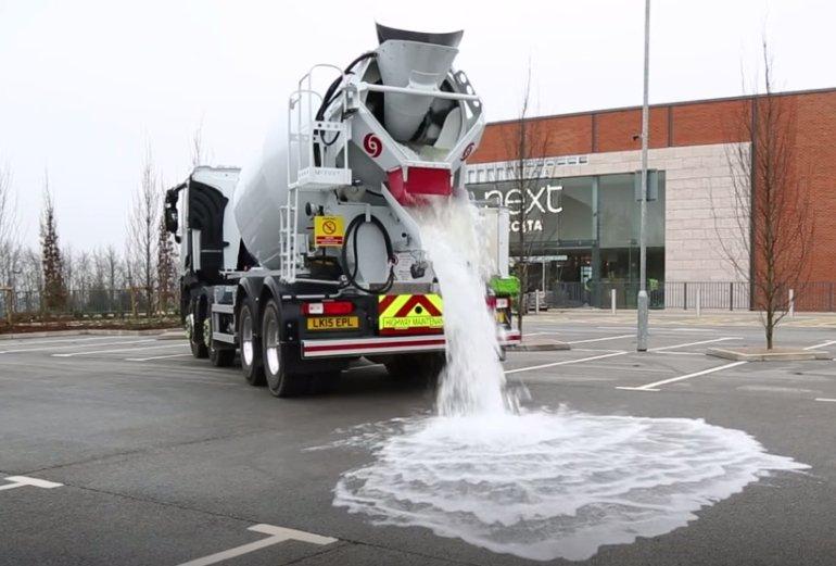 4000 litrów wody zniknęło w 60 sekund