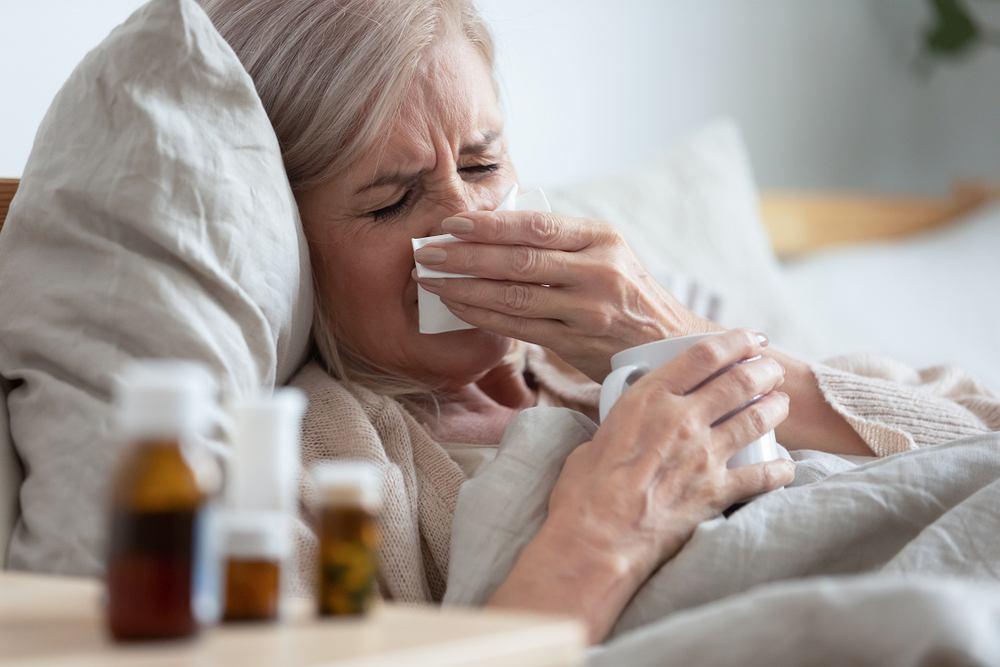 Kontakt z koronawirusami wywołującymi przeziębienie może nauczyć układ odpornościowy rozpoznawać SARS-CoV-2