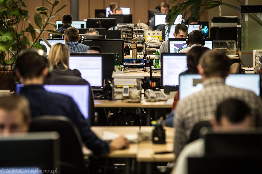 Praca w biurze (zdjęcie ilustracyjne)