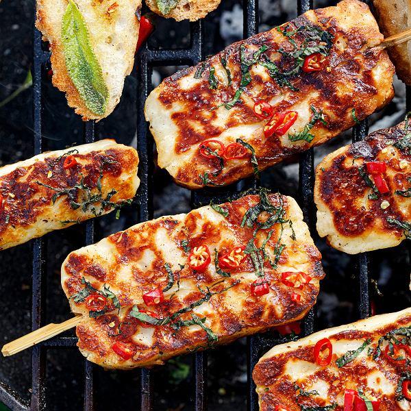 Przepisy na ser halloumi, kaszankę, kiszkę ziemniaczaną i kurczaka z grilla