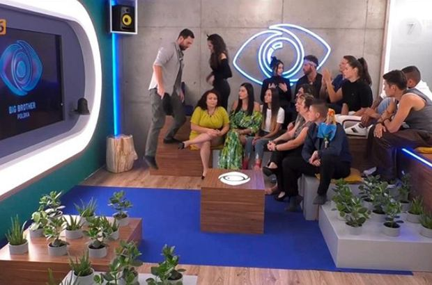 """Kolejny odcinek na żywo drugiej edycji """"Big Brothera"""" w TVN 7 za nami. Wiemy, kto jako pierwszy opuścił dom Wielkiego Brata. Nominacje jednak to nie zaskoczenie."""