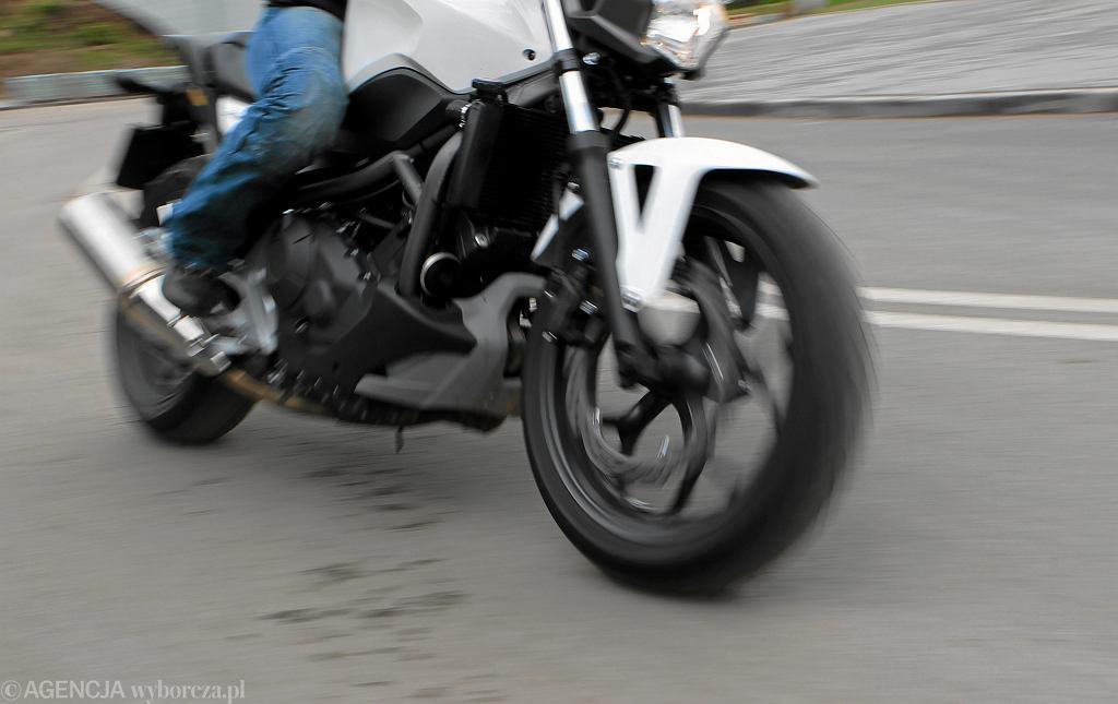 Kościelec, Wielkopolska. Motocykl uderzył w grupę siedmiu osób. Zdjęcie ilustracyjne