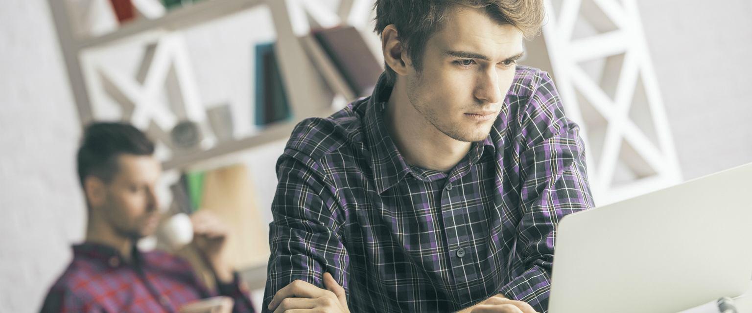 40 proc. młodych Polaków wciąż mieszka z rodzicami (fot: Shutterstock.com)