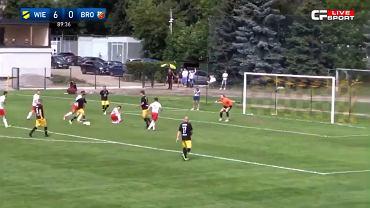 Sławomir Peszko strzela gola w meczu Wieczystej Kraków