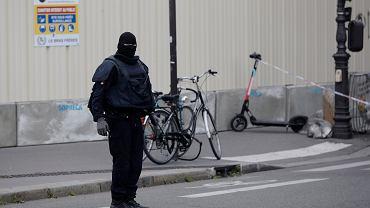 Służby podczas akcji na miejscu ataku nożownika. Paryż, 3 października 2019