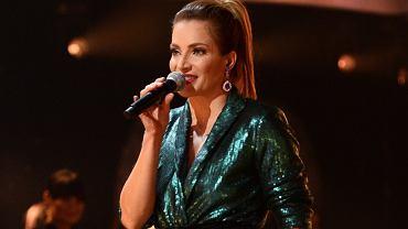 """Anna Dereszowska zaśpiewała w """"TzG"""". Internautka pyta: A gdzie maseczka?"""