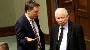 Warszawa, Sejm. Posłowie PiS Zbigniew Ziobro i Jarosław Kaczyński