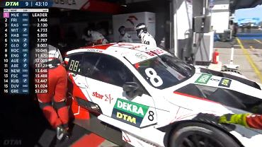 Robert Kubica zjeżdża do boksu podczas wyścigu DTM.