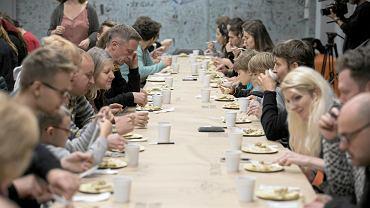 Lublin. Międzynarodowa kolacja w Galerii Labirynt