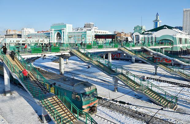 Podróż koleją transsyberyjską jest przeżyciem, którego łatwo się nie zapomina (na zdjęciu dworzec wNowosybirsku).