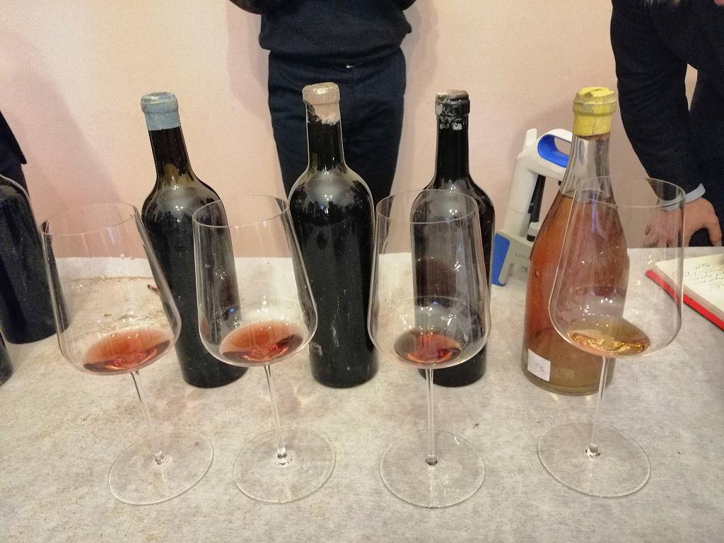 Cenne butelki odkryte podczas remontu