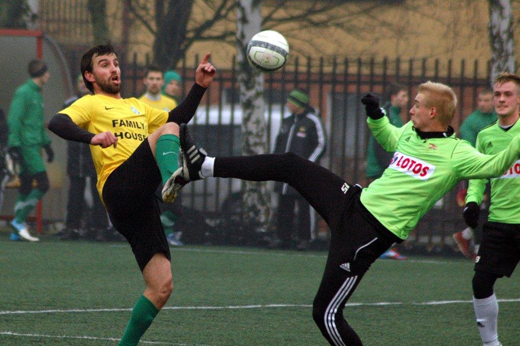 Warta Poznań - Lechia Gdańsk 4:0 w sparingu rozegranym w Jarocinie. Adrian Bartkowiak i Adam Duda (z prawej)
