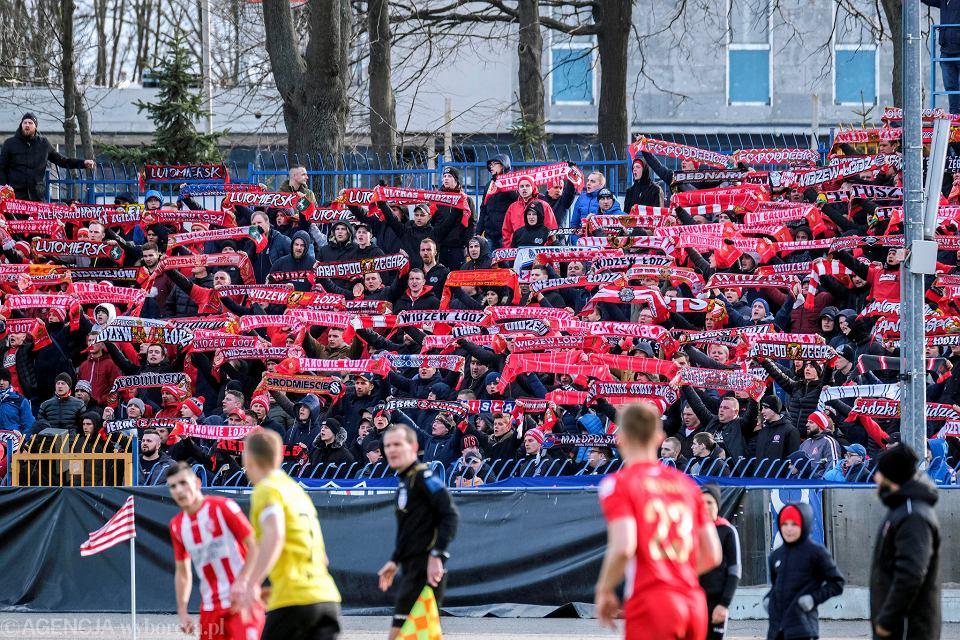 Kibice Widzewa Łódź podczas meczu Apklan Resovia Rzeszów - Widzew Łódź (1-1)