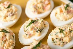 Jajka faszerowane łososiem, czyli wykwintna przystawka nie tylko na Wielkanoc