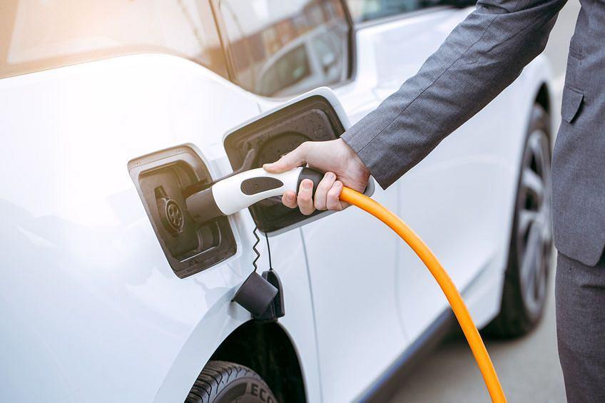 Ładowanie samochodu o napędzie elektrycznym
