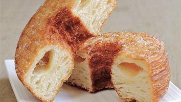 Cronut - pączek z dziurką z ciasta francuskiego